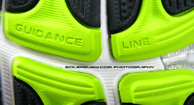 Asics Kayano 17 guidance line closeup