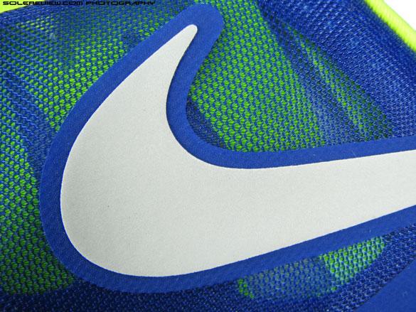 Nike_Zoom_Vomero_8_reflective_swoosh