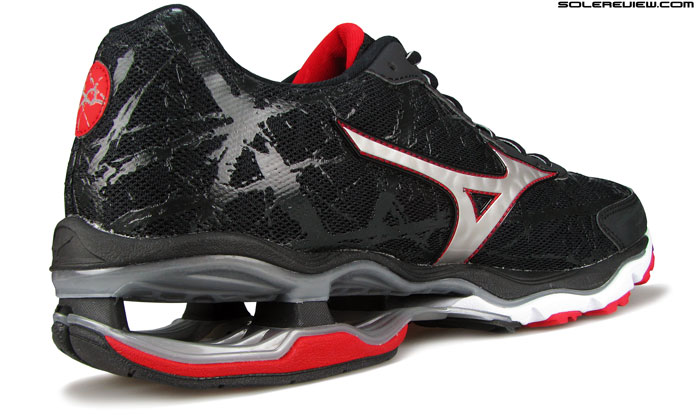 Mizuno_Wave_Creation_16