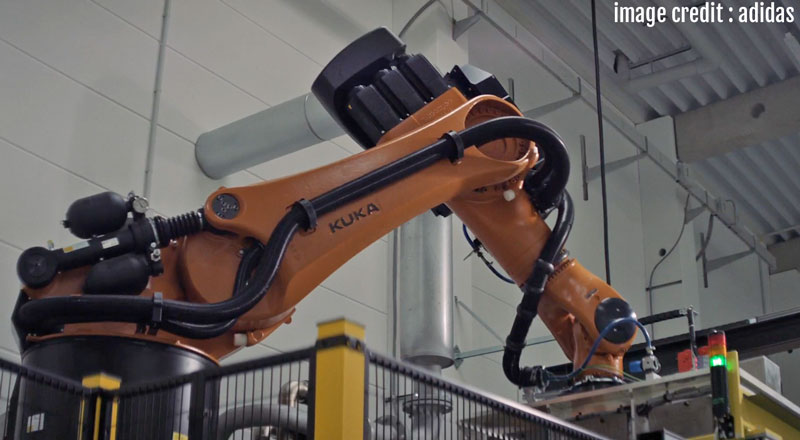 Kuka_Robot_lifting_mold