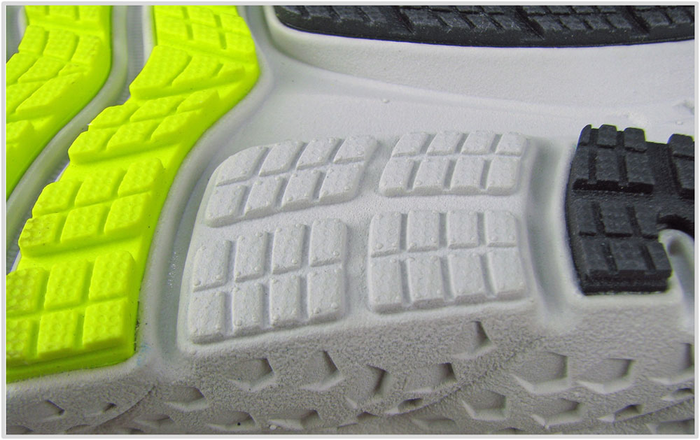 Brooks_Glycerin_16_midsole_center