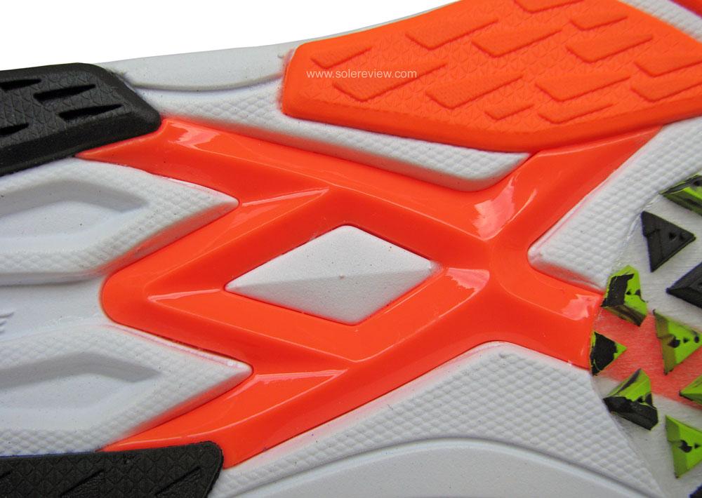 New_Balance_Hanzo_SV2_midfoot_shank