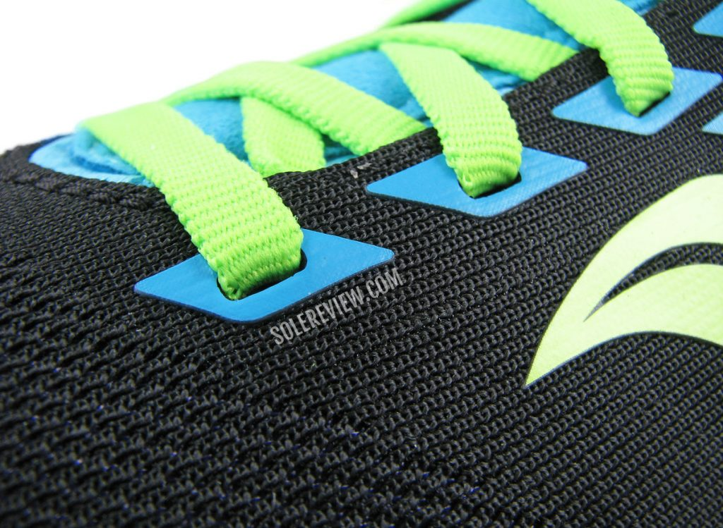The elastic laces of the Saucony Kinvara 12.